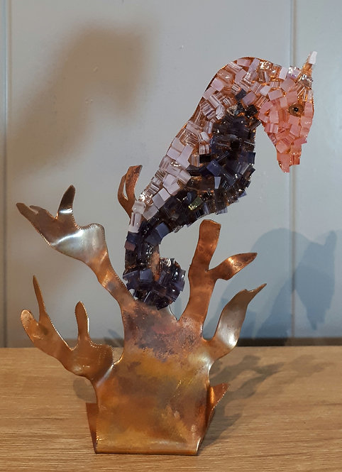 Hippocampe en cuivre et mosaïque N1