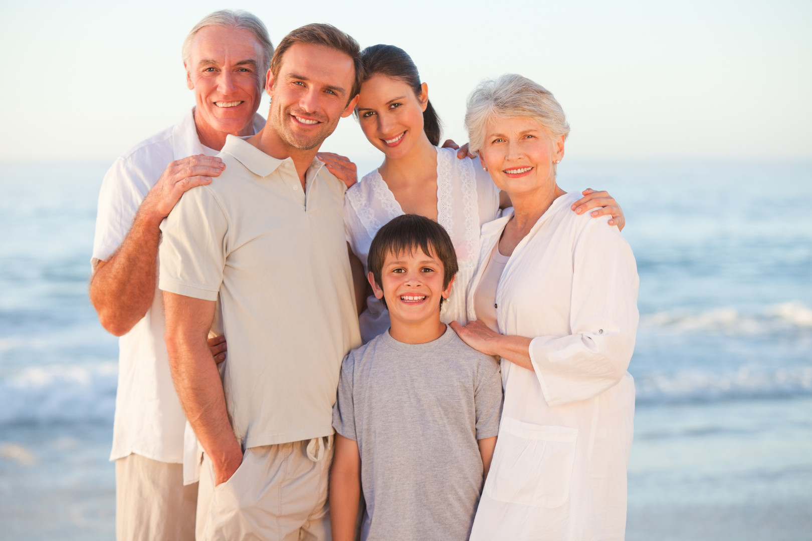portrait-of-smiling-family-at-the-beach.