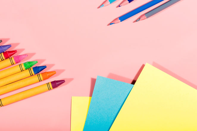 A picture of some sticky notes and crayons