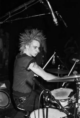 Discharge, Garry Maloney 1982