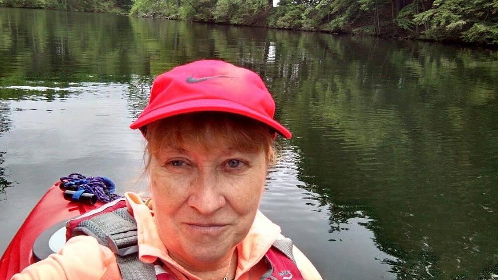 Nancy, 61-year-old kayaker with torn shoulder
