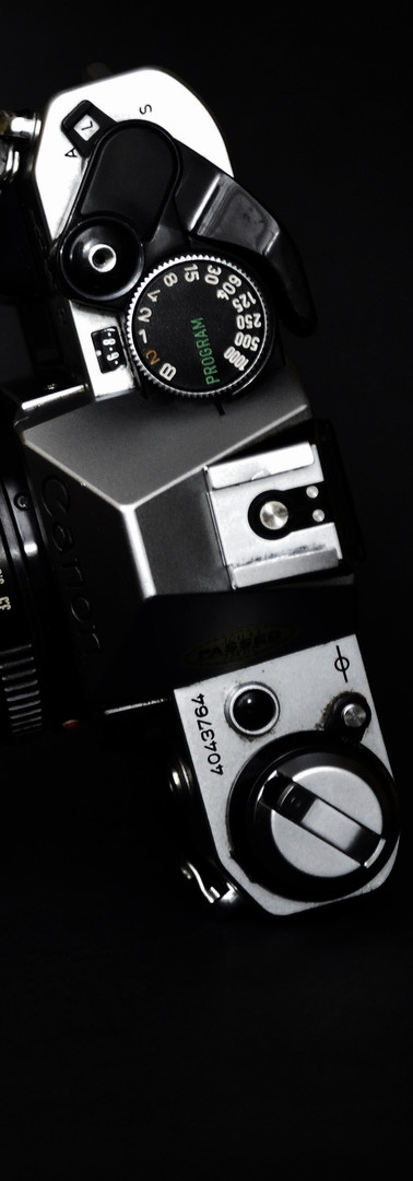 black-background-camera-canon-832811.jpg