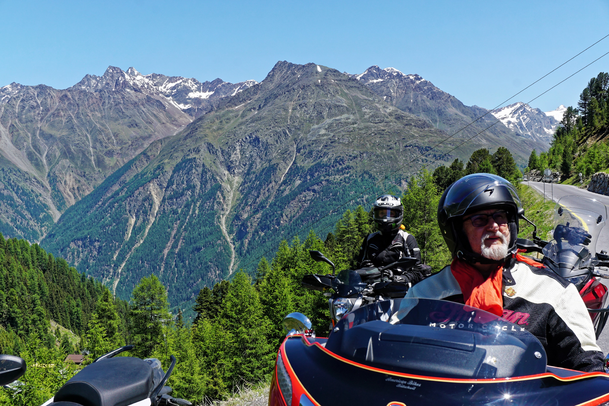 Biker in den Alpen