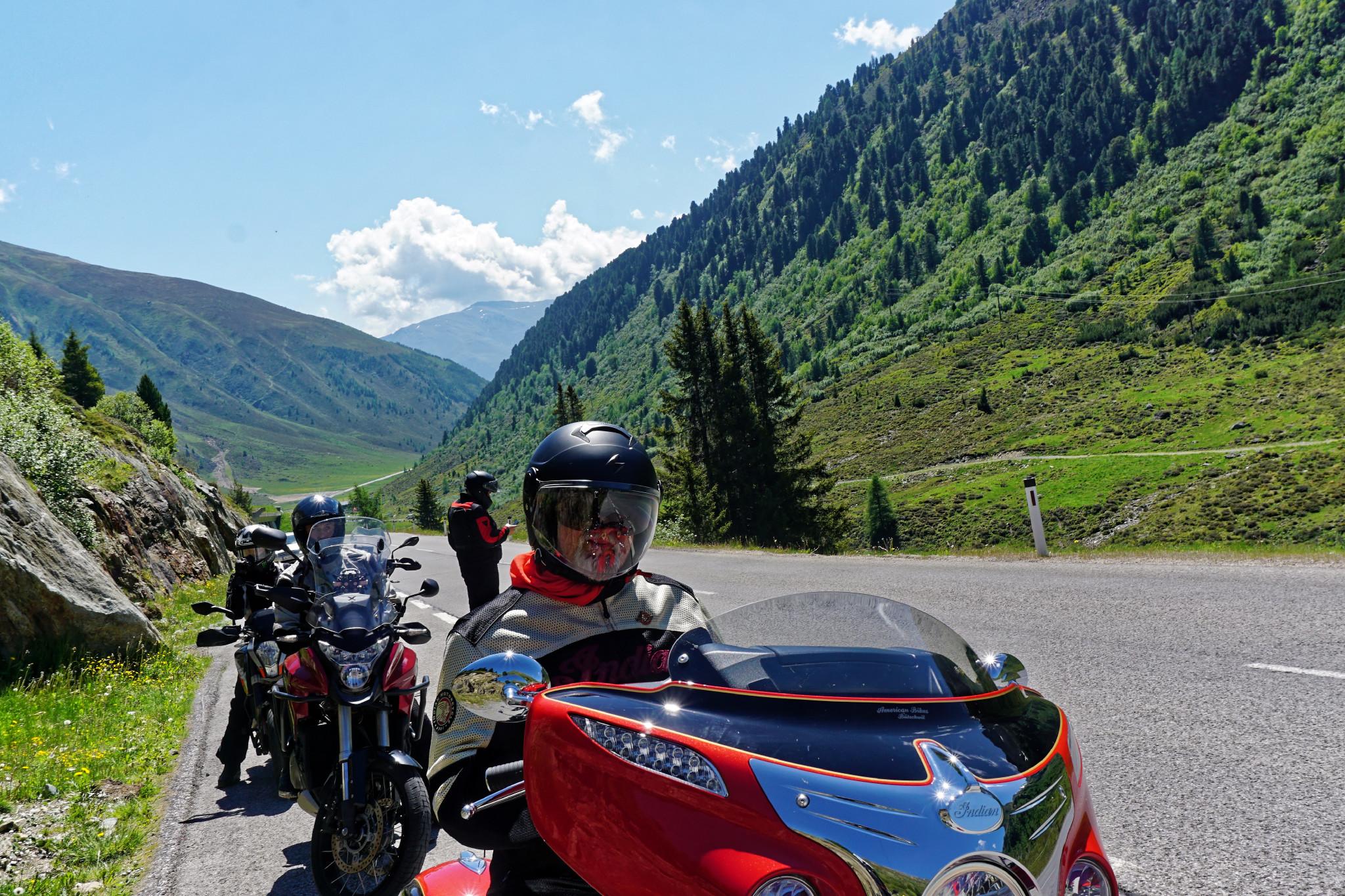 Motorrad fahren in den Alpen