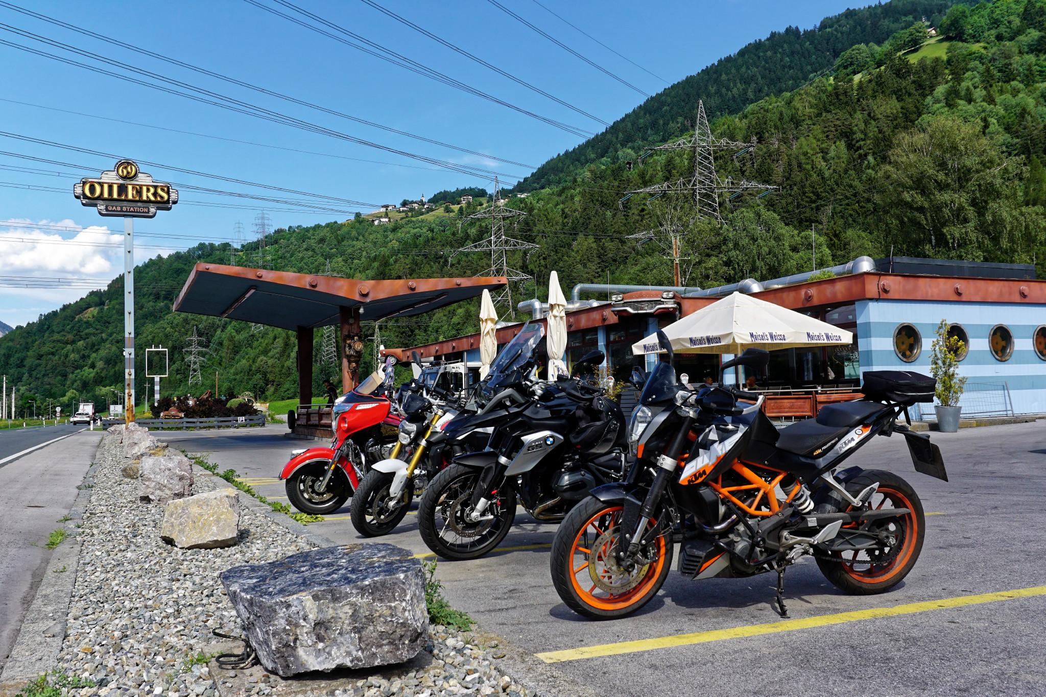 Motorräder am Oilers 69