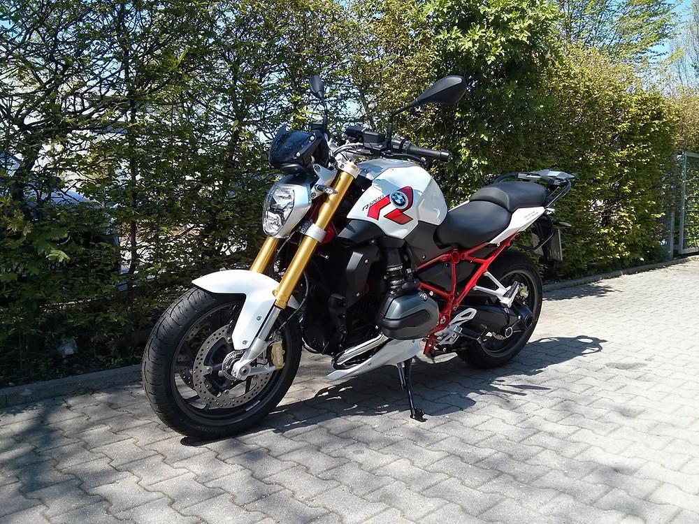 BMW R1200R LC - perfekt für Motorradreisen in den Alpen