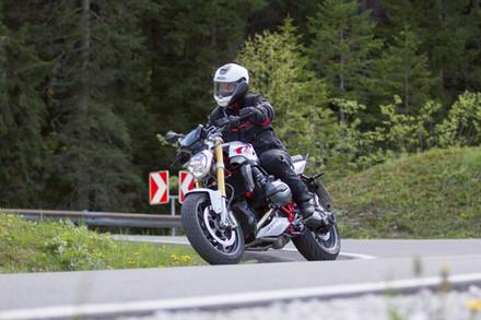 Oskar Stübinger - Inhaber und Tourguide ROOKiE-TOURS Motorradreisen mit seiner SIMSON S51