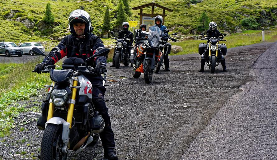 ROOKiE-TOURS Motorradreisen unterwegs in den Alpen. Blick über das Kaunertal.