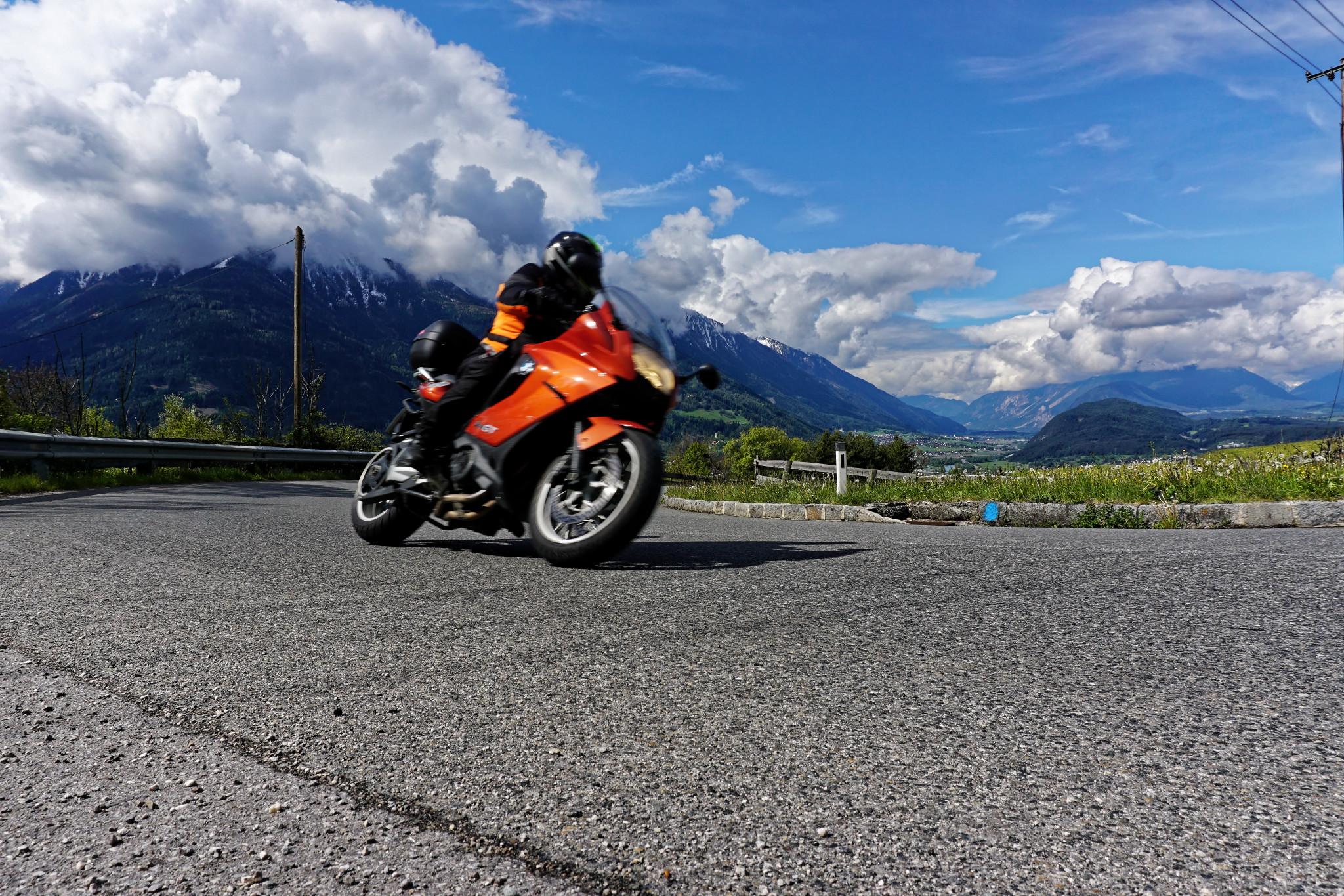 Motorradreisen + Kurventraining