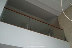SF-9005 + TEMPER GLASS + MAKHA WOOD HANDRAIL