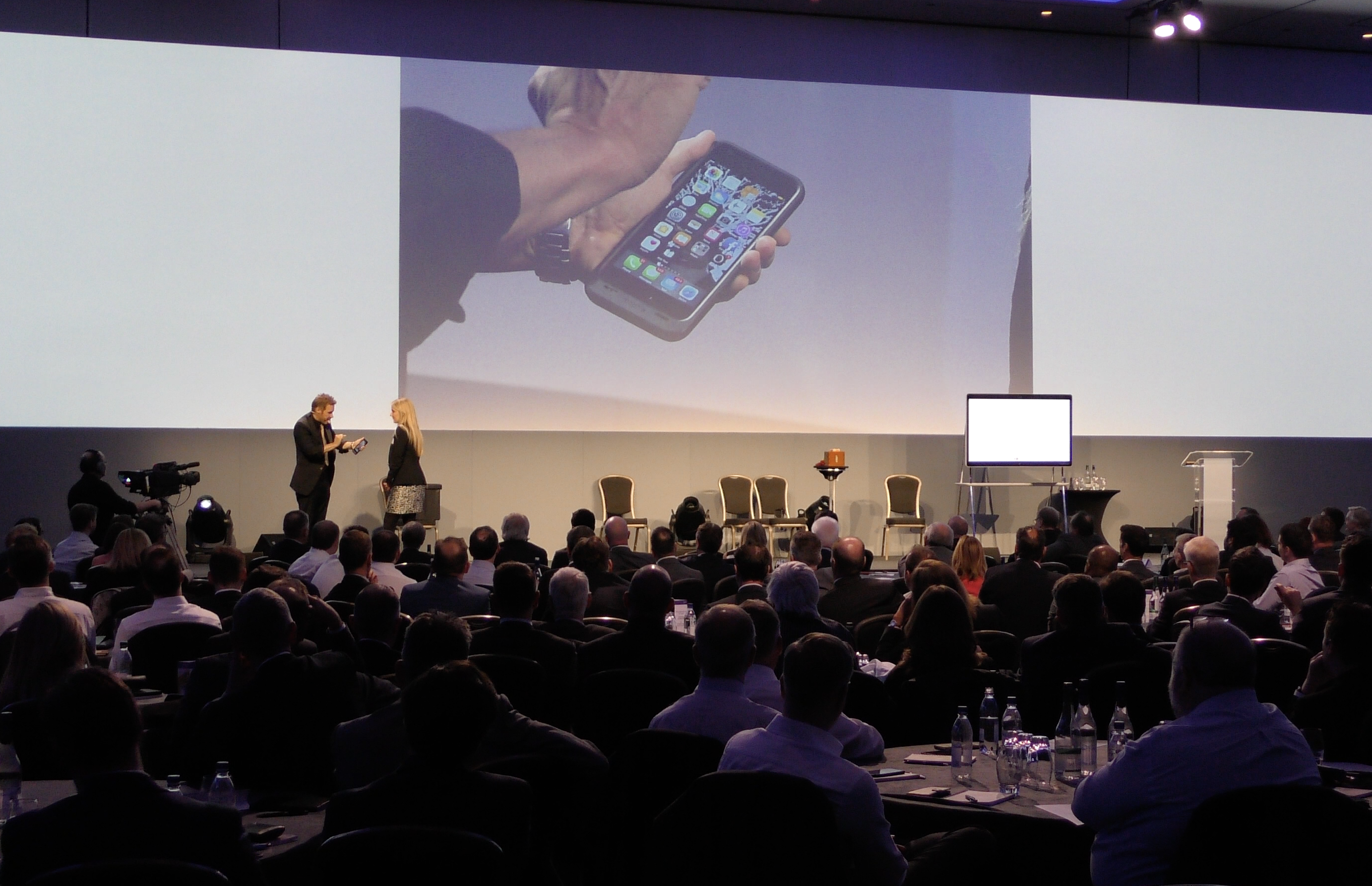 iPhone & iPad Magician On Stage