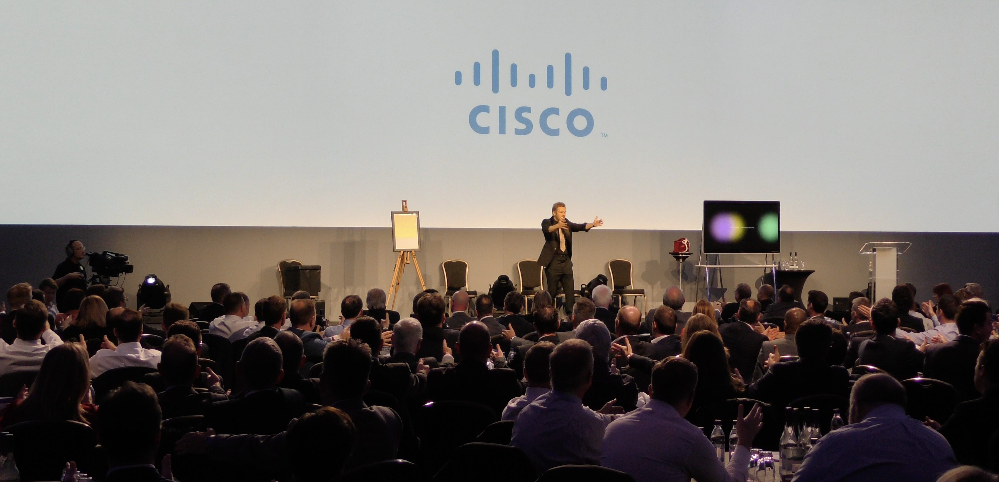 O2 Arena Hosts David Penn & CISCO