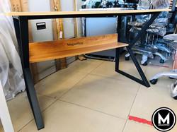 Minimalist Scandi Table megaoffice