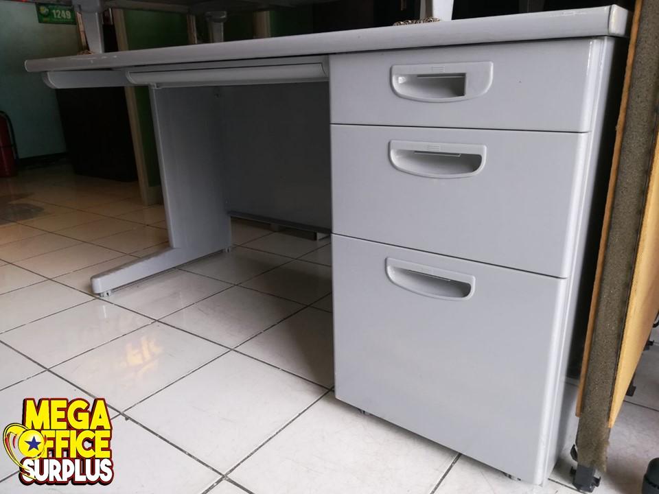 Used Office Desk Tabel for sale