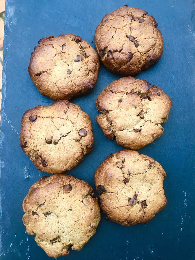 Nut butter Chocolate Chip Cookies (vegan, gluten free, refined sugar free)