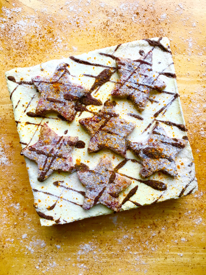 Eggnog Cheesecake with Mince Pie Crust and Cookie Stars (vegan, gluten and grain free, raw)