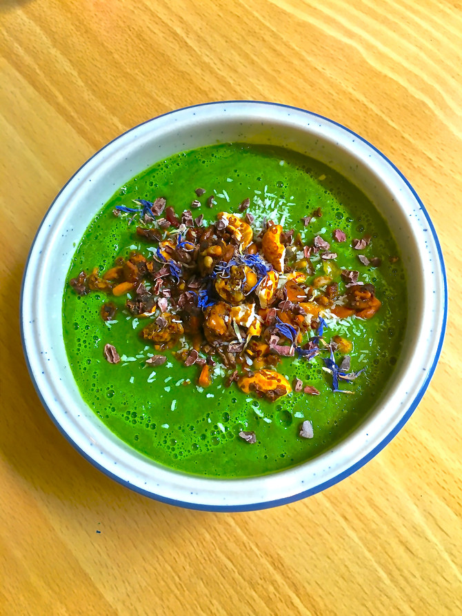 Grain-free Granola as topping for morning Green Smoothie bowl