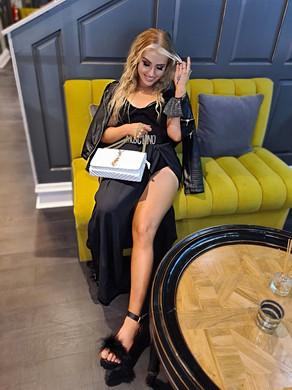 Full glam, accessory focussed viiiibes