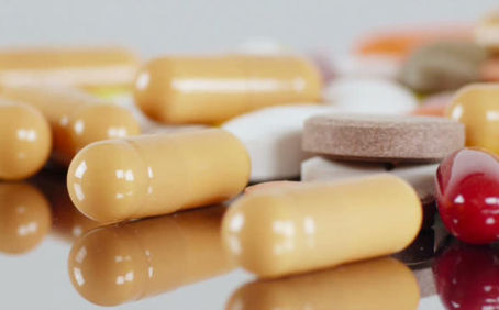 A COMPARISON BETWEEN MEDICATION AND THERAPY