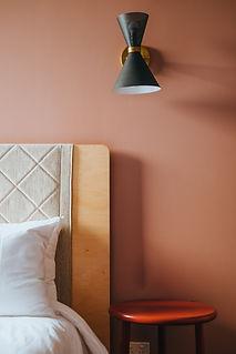 ベッドサイドランプ