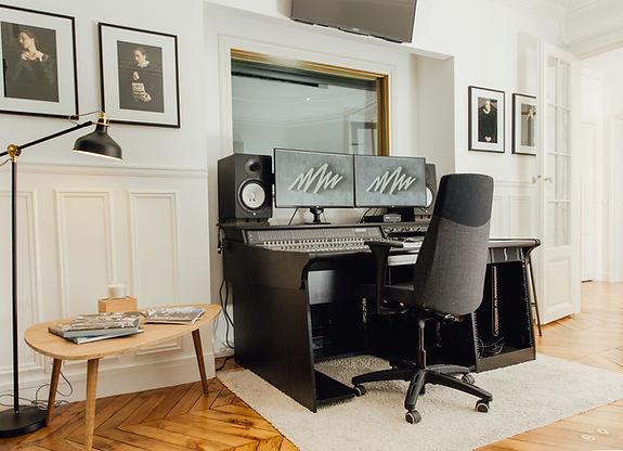 Studio MEN AT WORK