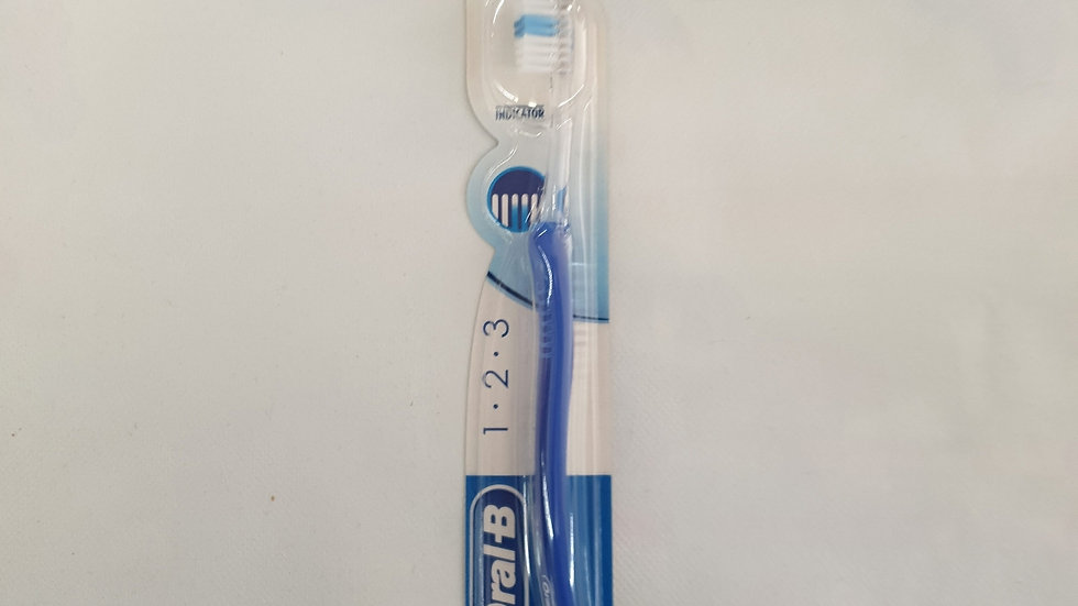 ORAL B Medium Zahnbürsten