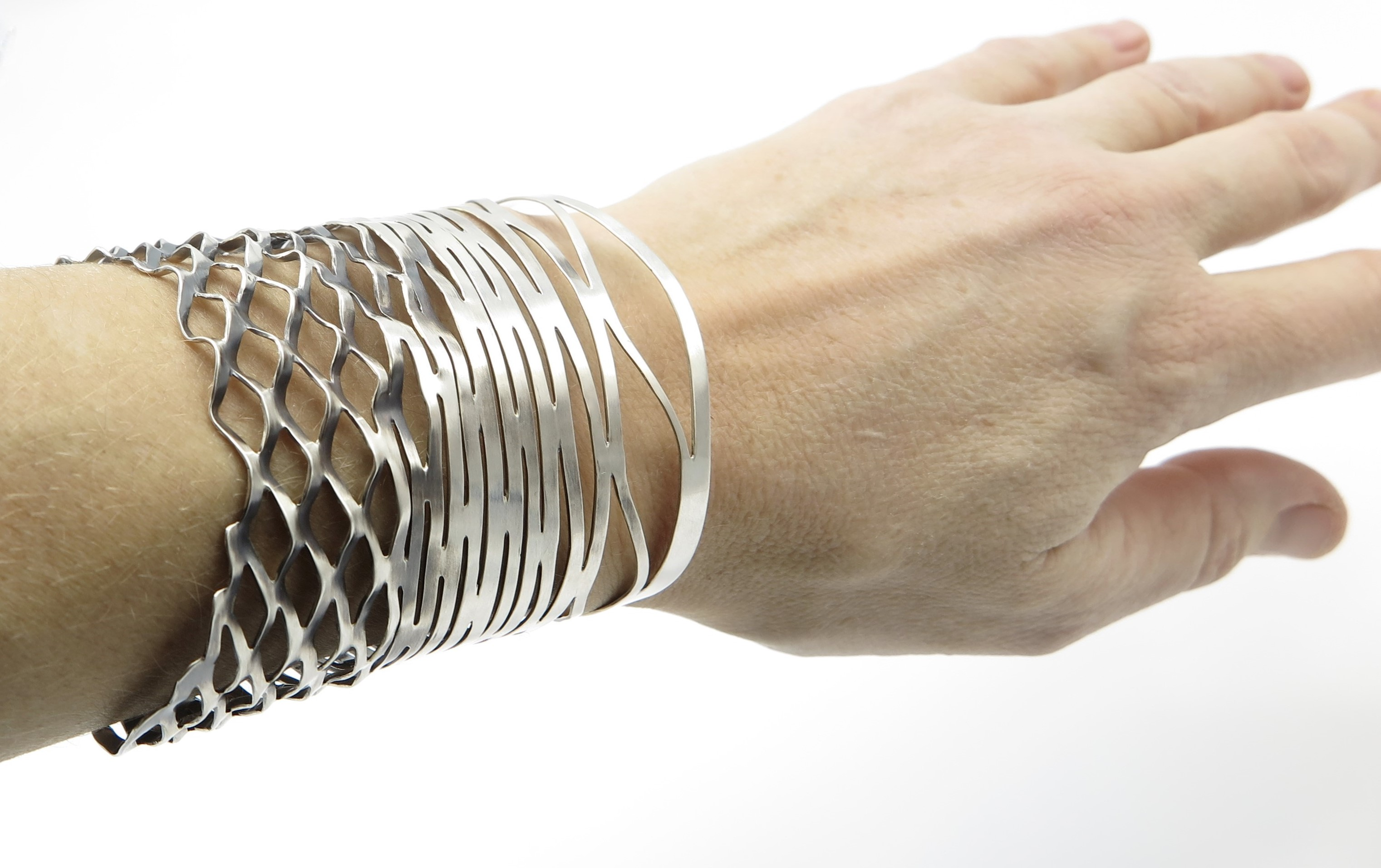 Expanding Mesh Cuff on Hand