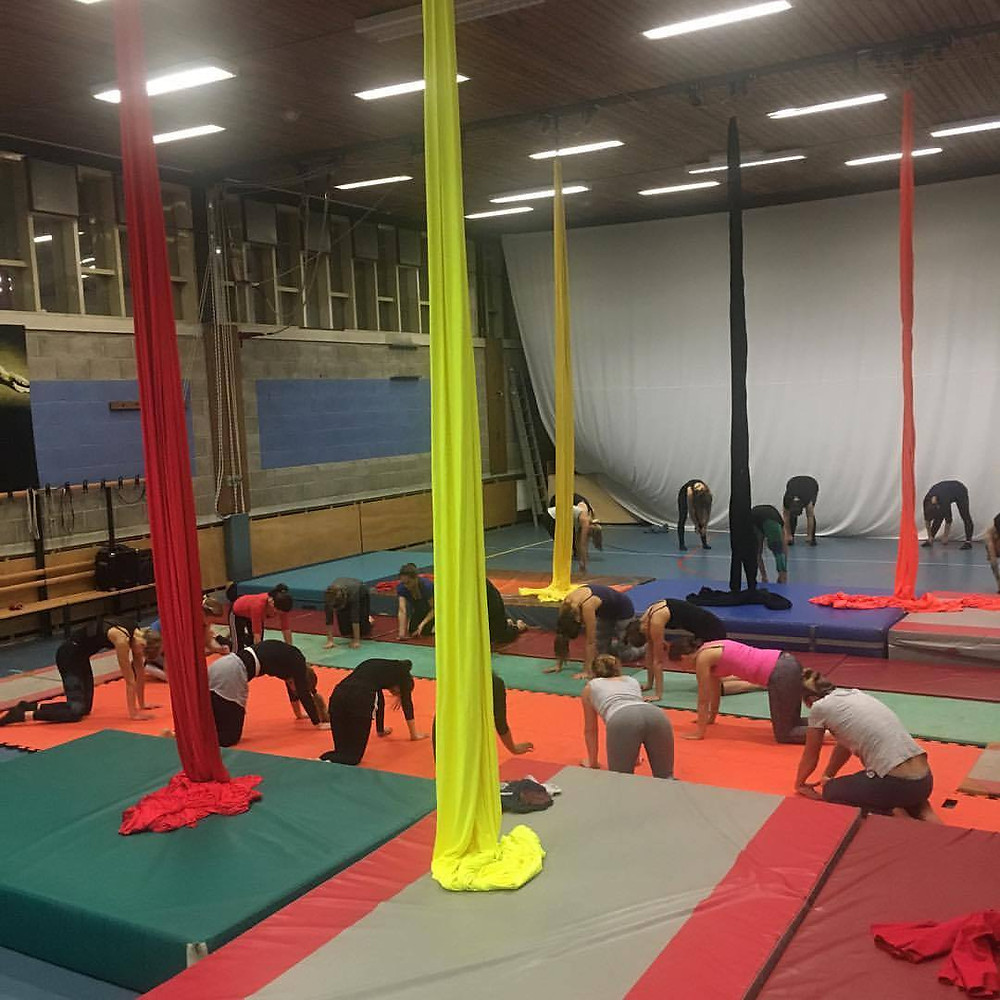 Warming up during a training by Aerials Amsterdam in Circus Lab Amsterdam