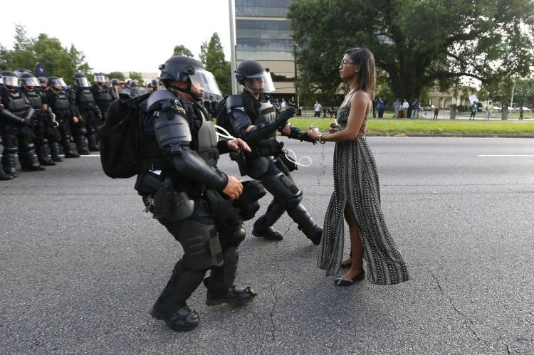 Iesha Evans taking a stance against Louisiana State police, 2016. Source: NYDailyNews
