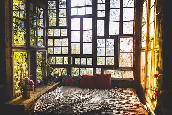 Baumhaus Vom Hügel schlafen im wald.jpg