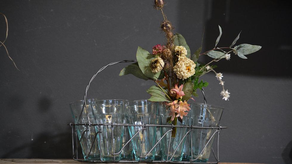 Metallkorb mit 8 Gläsern