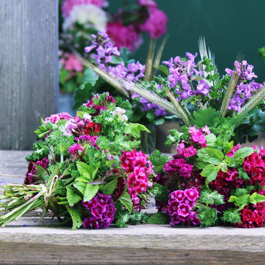 MUTTERTAG Kreativ Frühstück und Blumen binden