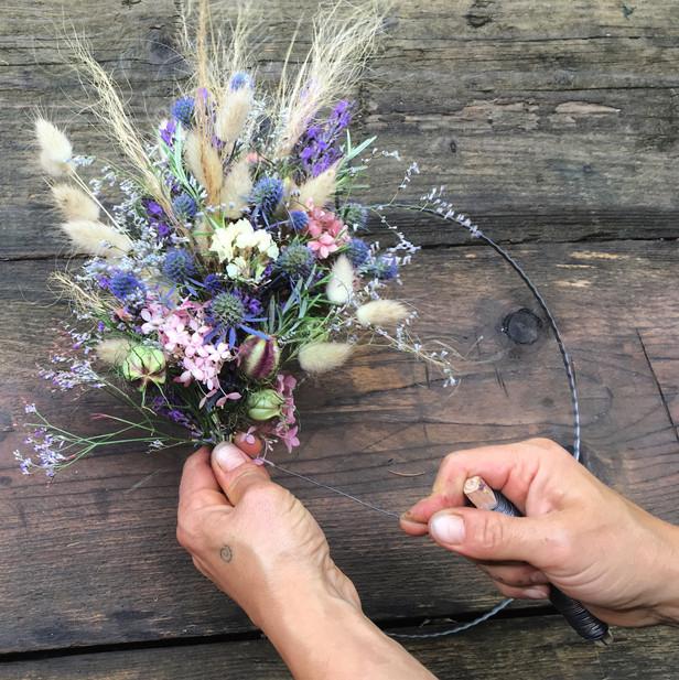 Hands on bei kreativen Blumen Workshops