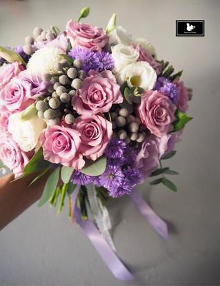 紫白色系新娘捧花