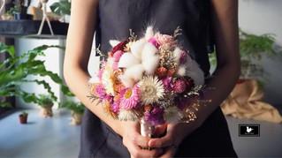 粉色圓形乾燥捧花