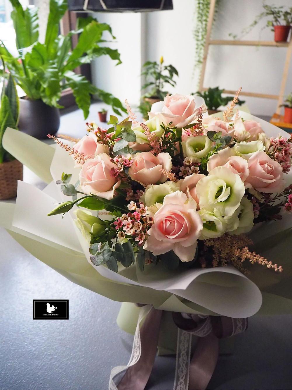 粉色求婚花束