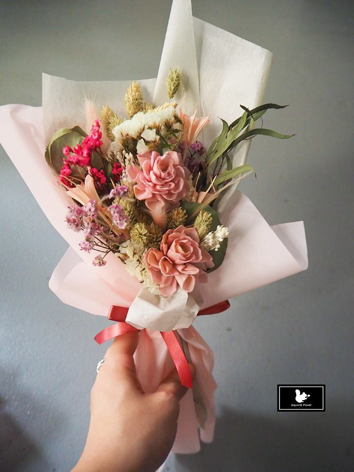 粉色乾燥花束