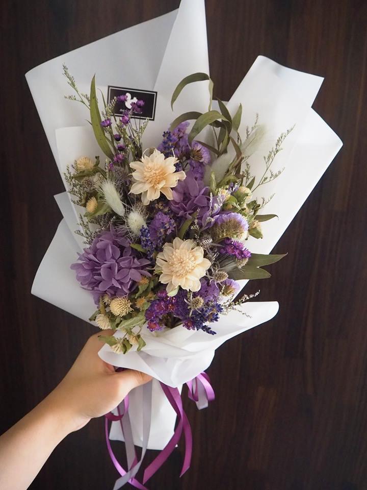 紫白乾燥花束