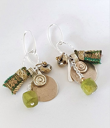 Small cluster Green Earrings