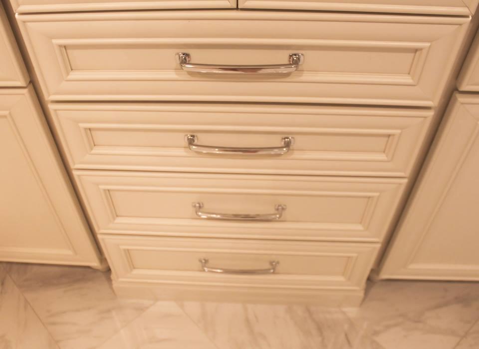 cabinet detail 2.jpg