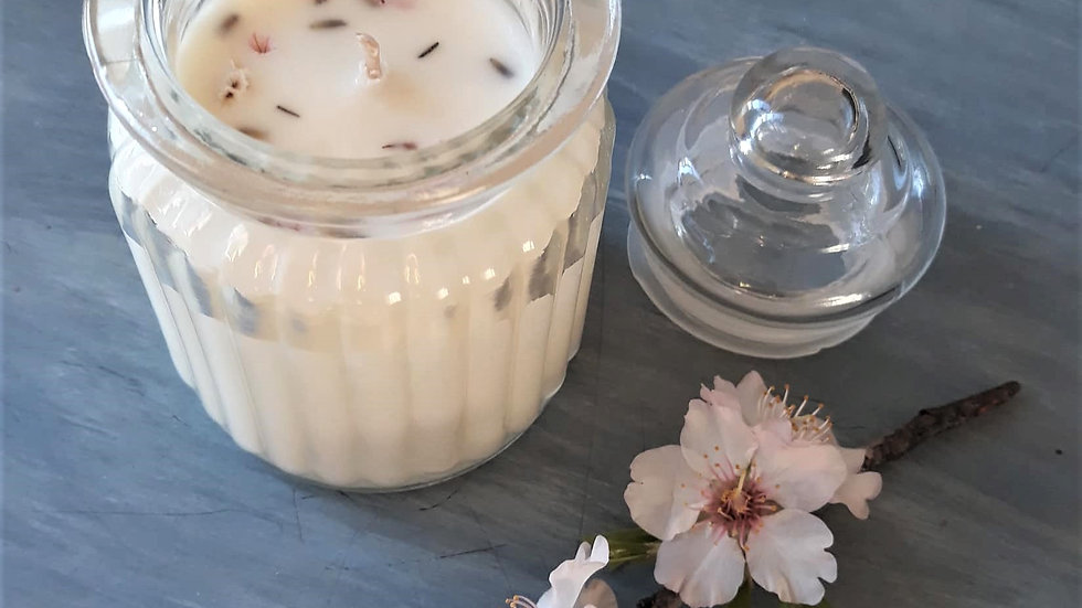 Feel the simplicity Candle