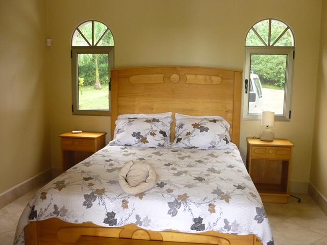 Yellow bedroom - P1060066