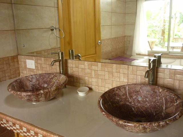 Master bathroom Double sinks - P1060087