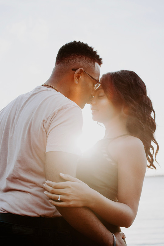 22-man-wearing-white-shirt-kissing-woman