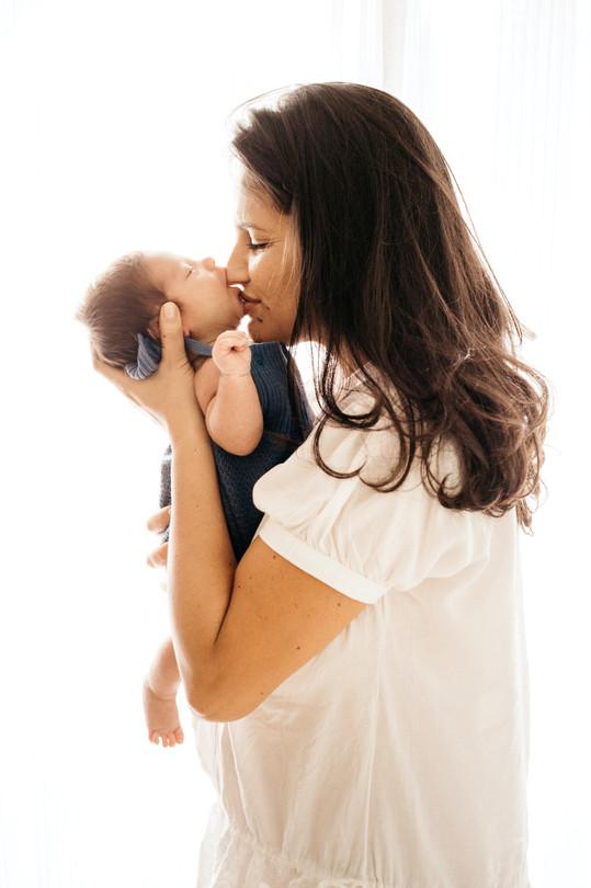 mama baby kiss