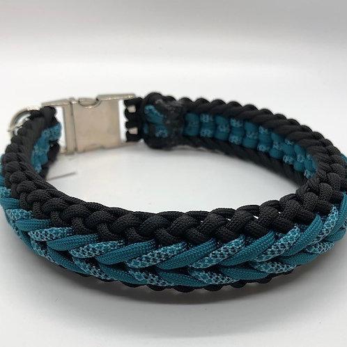 "Paracord Dog Collar: Medium 15"" Black & Blue Patterned"