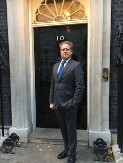 Steampunkcoffeemachine goes to No 10 Downing Street