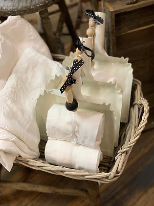 Tin Dust Pan with Cotton Linens