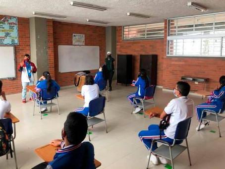 Estudiantes en alternancia durante el mes de Agosto de 2021