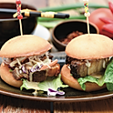Crispy pork belly mini burger (2pcs)